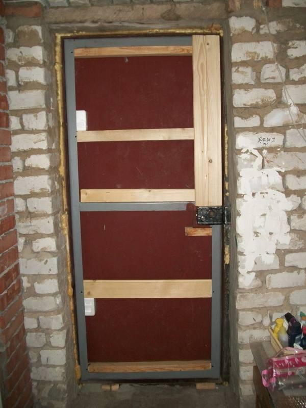 Обшивка металлической двери своими руками 16